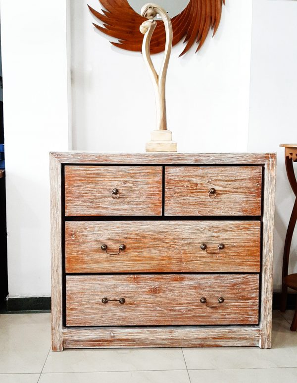 Rustic chest of Drawer